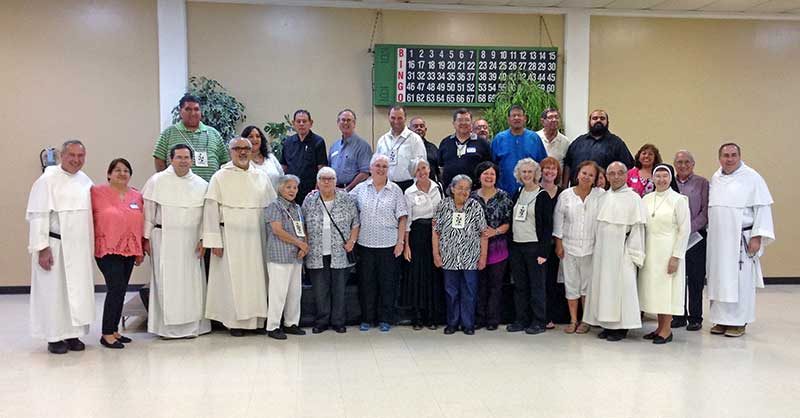 The Master of the Order of Preachers, fr. Bruno Cadore, O.P., together with fr. Orlando Rueda Acevedo, O.P. (Socius for the Apostolic Life) & fr. Dominic Izzo, O.P. (Socius for the USA) recently visited the Dominican Family in San Antonio,Texas on Monday the 24th of October. Friars, Lay Dominicans, & Apostolic Sisters, joined the parishioners of Saint Stephen's for Vespers in the parish. A reception was then held in the parish hall. It has been a blessing to have our Master to visit our Province of Saint Martin de Porres during this 800th Jubilee (1216-2016) of the Order of Preachers. Laudare, Benedicere, Praedicare ~ To Praise, To Bless, To Preach