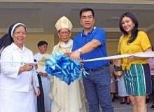 Cutting-the-ribbon-for-the-new-school-building